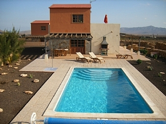 home-triquivijate-canarian-holiday-letting-vista-montana-pool-and-patio-area-210-43363